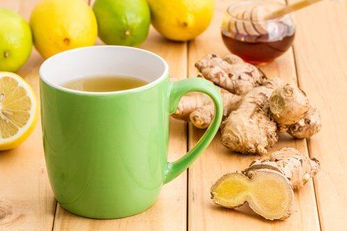 Voici ce qui arrive si vous buvez du curcuma avec de l'eau citronnée chaque matin